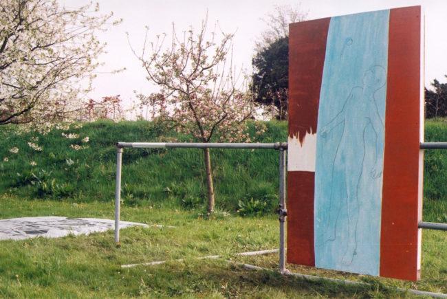 "Dein Schweigen fass ich, detail, Installation, 5x15x 3 m, Foundation College, tijdens de tentoonstelling 'Ik heb geen zoon om mijn gedachtenis levend te houden"", Kortenhoef, 1997"