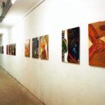 Der Tempo Mann, serie schilderijen, olieverf op MDF Der Tempo Mann 1999, getoond in diverse vormen op: beeldende kunstmanifestatie Transformaties Lisserbroek, K.I. Safe, Dalfsen, Stadt Nordhorn, Duitsland en CBK Emmen