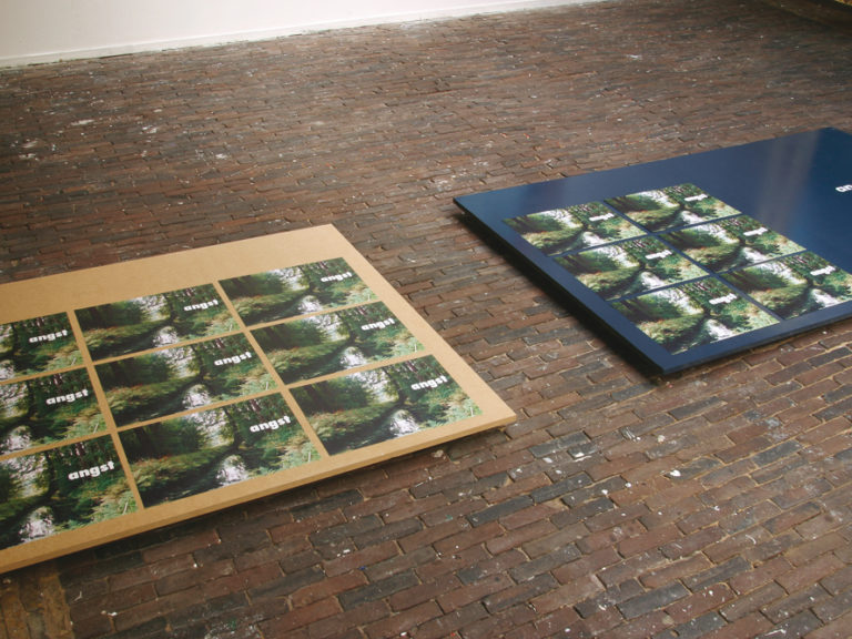 Angst, Detail staged painting, installatie tijdens tentoonstelling De Idioot, De Vishal 2004, Haarlem