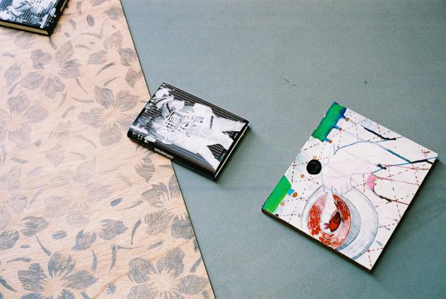 Het Paradijs, Detail uit installatie, Tentoonstelling Memorial Images, CBK Alphen aan de Rijn, 2002